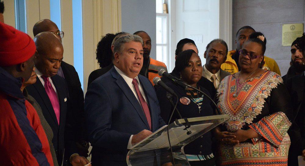 Fiscalía de Brooklyn anuncia plan para reducir encarcelamientos