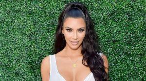 "Kim Kardashian presume su impresionante collar de diamantes de la marca ""Jadelle Beverly Hills"""