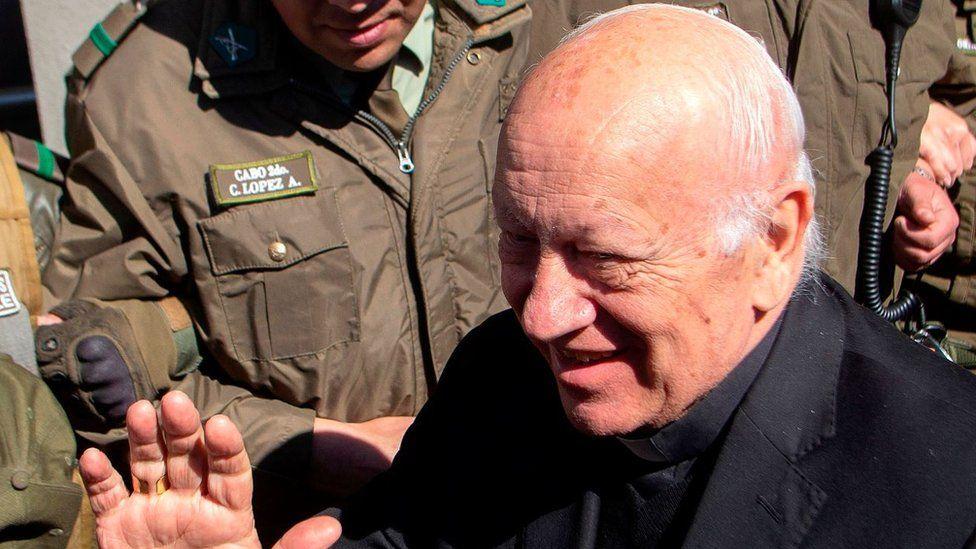 Papa Francisco acepta renuncia del arzobispo de Santiago de Chile, señalado de encubrimiento de abusos sexuales