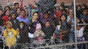 """Frontera EEUU-México: las imágenes que ilustran el """"punto de quiebre"""" de la crisis de los migrantes"""