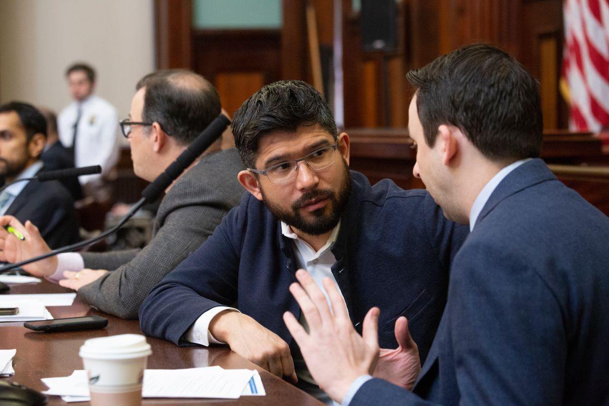 Carlos Menchaca: el concejal progresista que busca convertirse en el primer alcalde latino de NYC