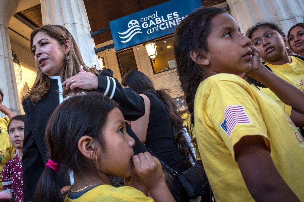"""""""Madre"""" de miles de hijos de indocumentados pide sacar a menores de centros de ICE"""