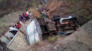 Al menos 25 inmigrantes mueren y 29 heridos al volcarse un camión en México