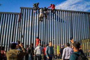 Interceptan a más de 100 inmigrantes en la frontera mientras 1,200 avanzan