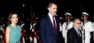 """Reyes de España se quedan """"atrapados"""" una hora en avión en Argentina"""