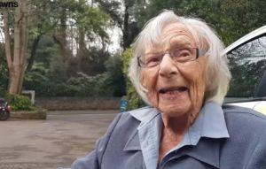 """Anciana de 104 años logró cumplir su """"lista de deseos"""" y no creerás qué era lo que le hacía falta"""