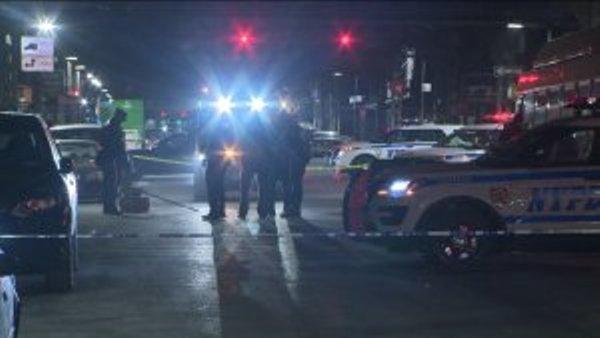 Mujer ciclista muere arrollada por camión en Brooklyn; conductor en fuga