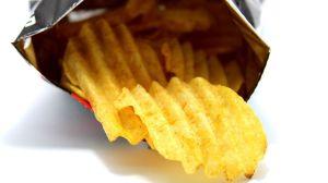 ¿Por qué las bolsas de papas fritas están llenas sólo a la mitad?