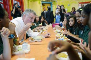Comidas en escuelas de NYC estarán 'libres de carne' los lunes