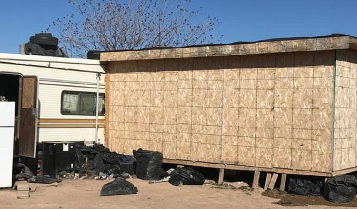 ICE detiene a 67 indocumentados a quienes un inmigrante escondía en un pequeño cuarto