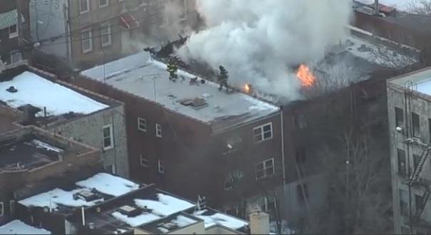 Aumentan los incendios mortales en Nueva York, pero el alcalde pide a los bomberos ahorrar
