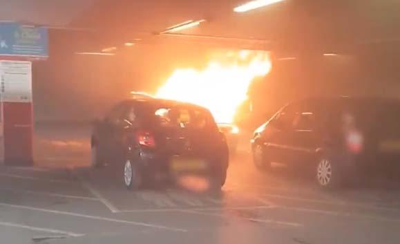 A madre le tocó decidir a cuál de sus hijos salvaba primero de incendio en auto