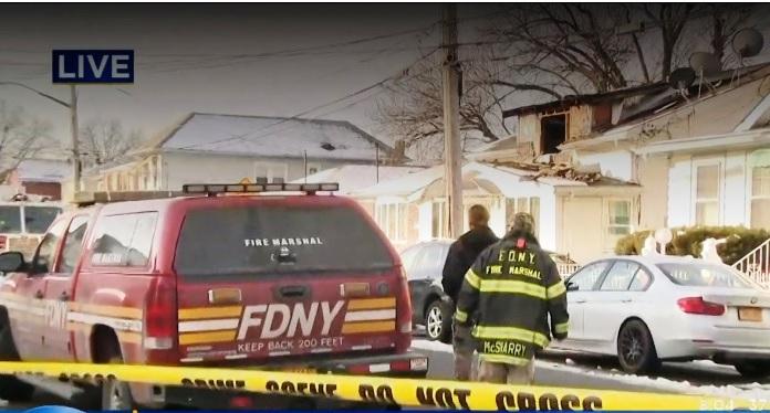 Muere niño al incendiarse vivienda ilegal en Queens