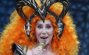 Cher, desesperada, le reza a San Antonio y ofrece millonaria recompensa para recuperar su camiseta favorita