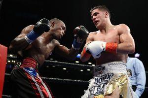 Boxeador cubano subió al ring a pelear con la bandera de Puerto Rico en sus shorts