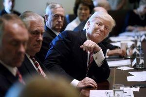 """Trump llama """"perdedores"""" a los yihadistas y aplaude fin del """"califato"""" de ISIS"""