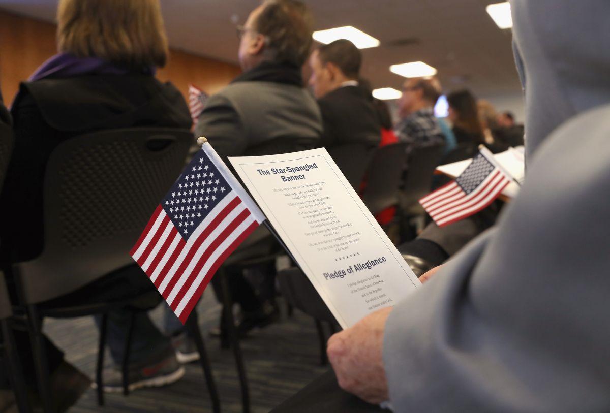 Ambas peticiones se realizan en USCIS.