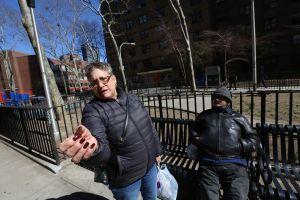 Inquilinos de NYCHA temen que se dispare el consumo de marihuana en edificios