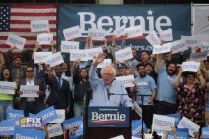 Bernie Sanders pisa fuerte en LA y pide ciudadanía para los Dreamers