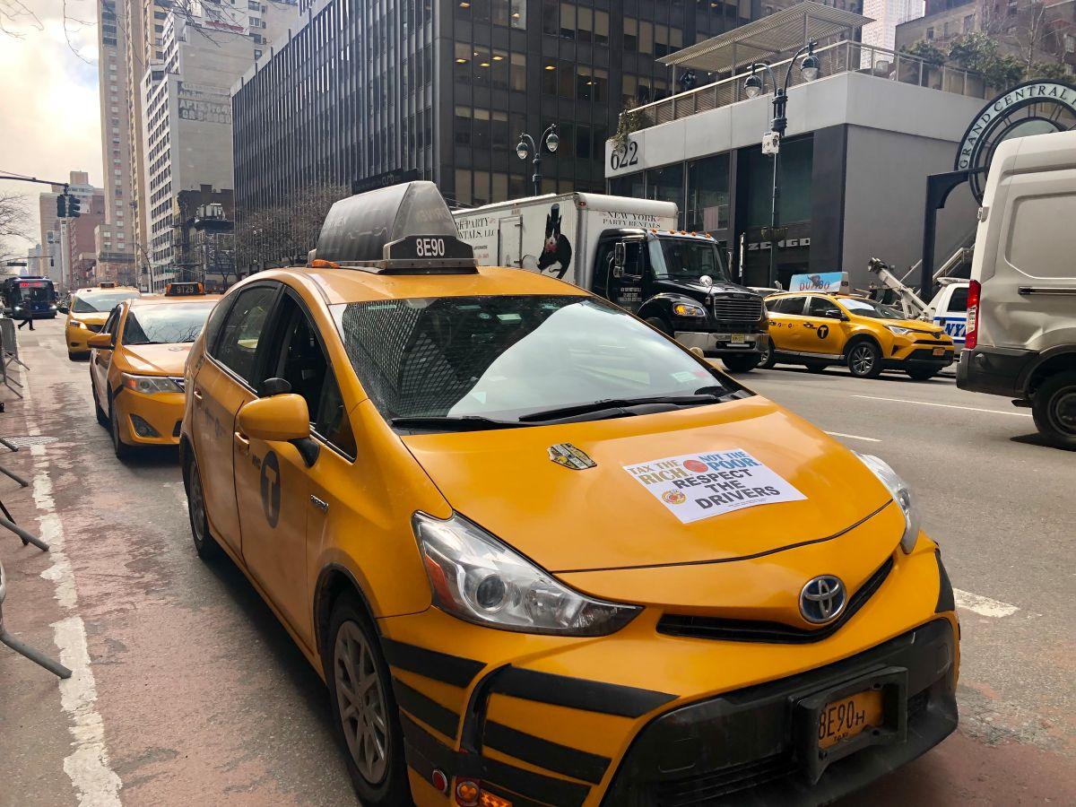 Taxistas piden que impuesto para millonarios reemplace a la 'tarifa de congestión'