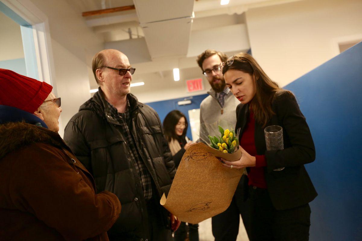 Alexandria Ocasio-Cortez abre oficina en Queens para defender a su comunidad