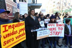 Inquilinos se unen para luchar contra casero que se niega a renovar contratos