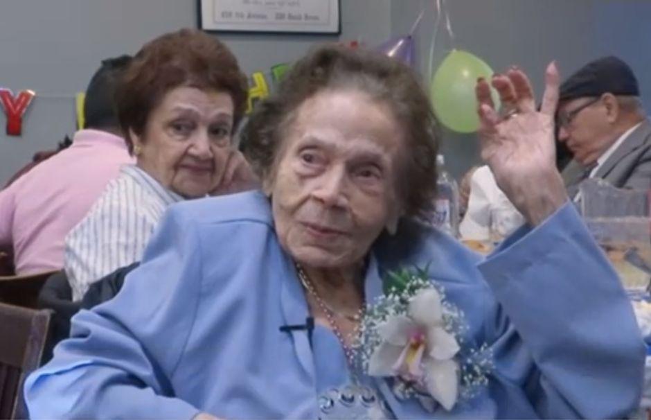 Bisabuela hispana celebró 109 años de edad en Nueva York soñando con viajar a Cuba
