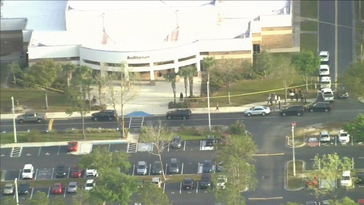 Una estudiante de Florida se suicida en el auditorio de la escuela