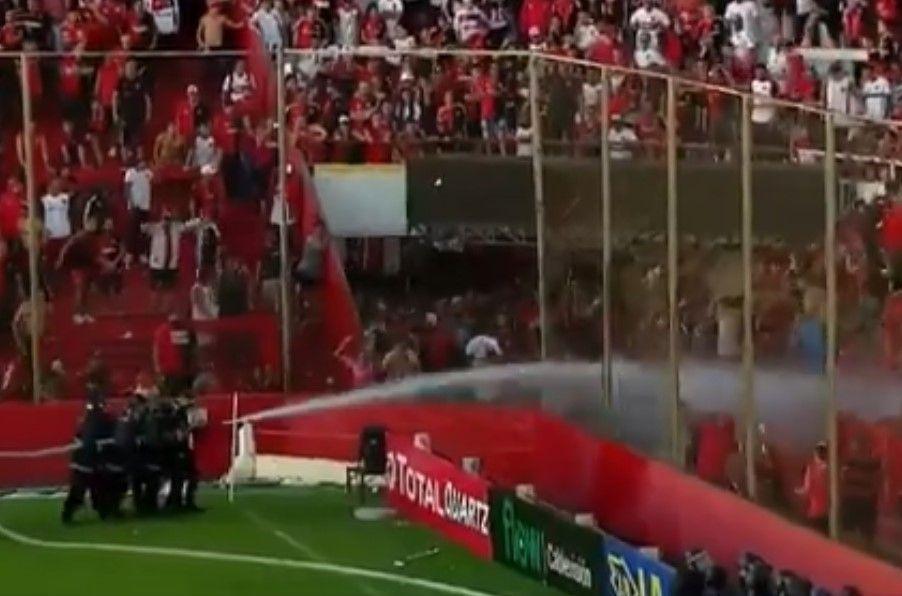 Violencia en Argentina: Afición de Newells enloquece tras la derrota ante el humilde Villa Mitre