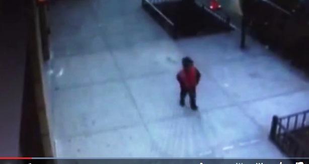 Bebé de 2 años se escapa de guardería y deambula por Harlem