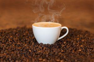 Beber líquidos muy calientes aumenta el riesgo de cáncer de esófago