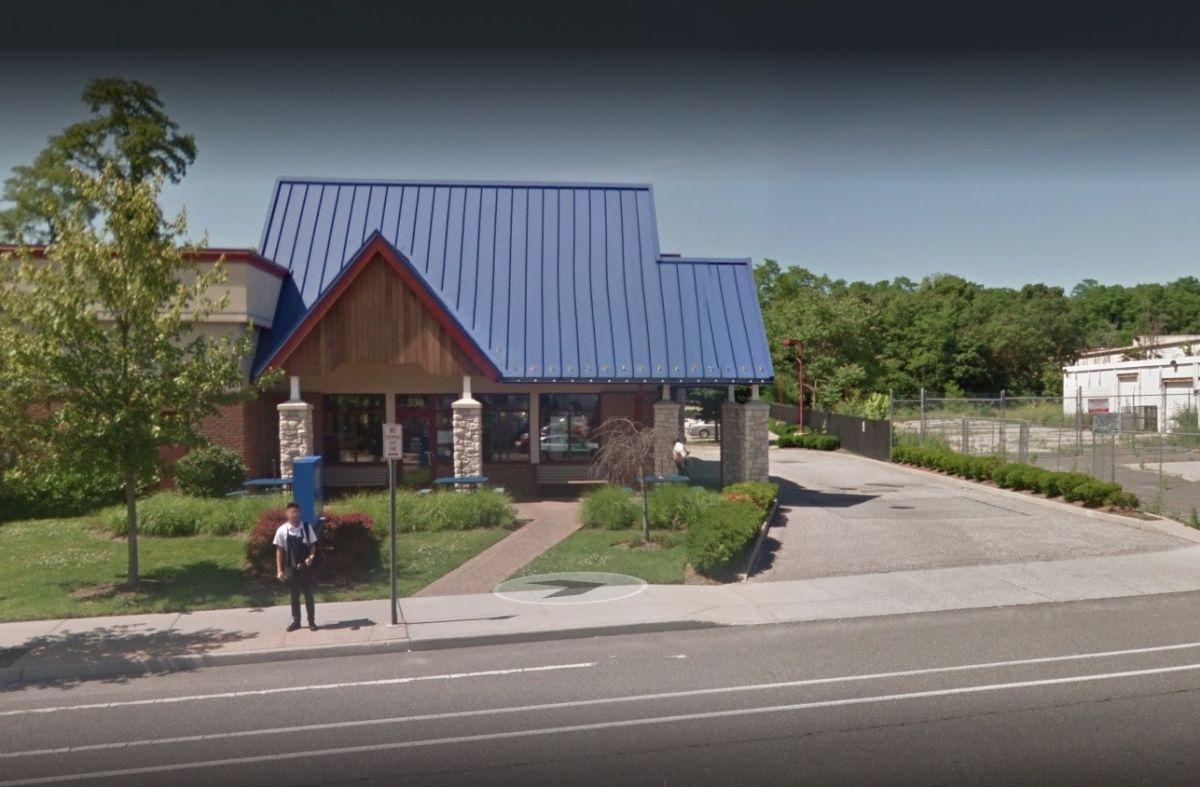 Pistoleros abren fuego en restaurante lleno en Long Island