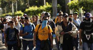 Al menos 70 salvadoreños emprenden rumbo hacia EE.UU. a pesar de la amenaza de Trump