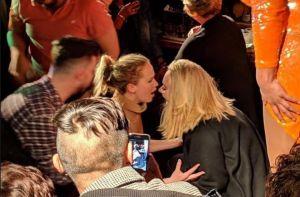 VIDEO: Así se divirtieron Adele y Jennifer Lawrence en un bar gay