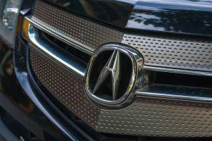 ¿Qué tecnología ofrecen los autos Acura y cuáles son los precios de sus modelos más accesibles?
