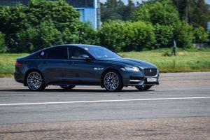 ¿Qué diferencias y precios ofrece el Jaguar XF 2019 en sus versiones sedán y sportbrake?