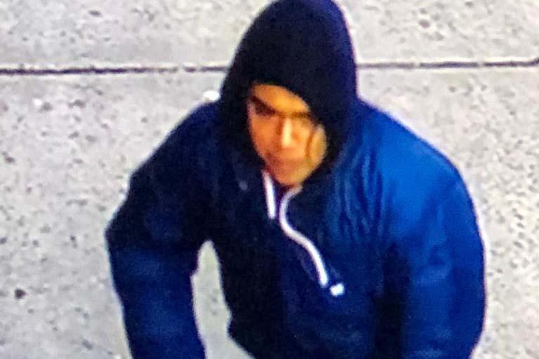 Hispano de 16 años el sospechoso de disparar en acera de El Bronx muy cerca de menor
