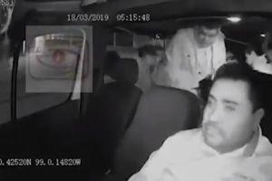 VIDEO: Extorsionadores arrojan granada de gas lacrimógeno a transporte público en México