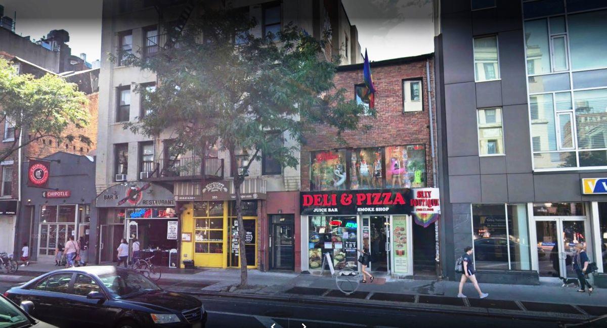 Vecina en Chelsea demanda a tienda erótica por exceso de condones en las cañerías