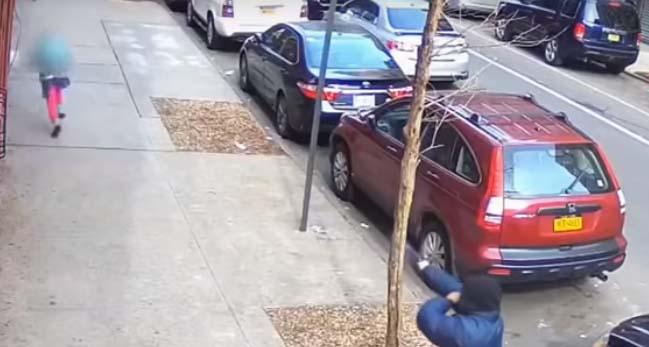 Supuesto pandillero dispara en concurrida acera de El Bronx justo al lado de niñita