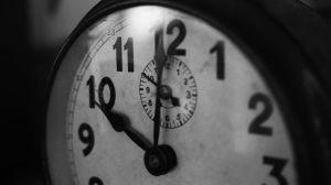 Escuelas retiran relojes analógicos porque los alumnos no saben leer las horas