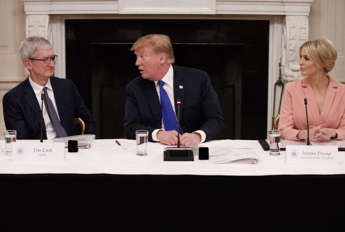 El error de Trump sobre el CEO de Apple del que hasta Ivanka se burla