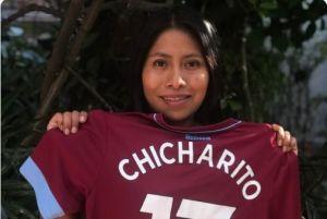 Yalitza Aparicio presume en Twitter el jersey del West Ham que Chicharito le regaló