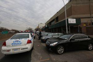 Hallan mujer muerta sin ropa en apartamento en Queens, Nueva York