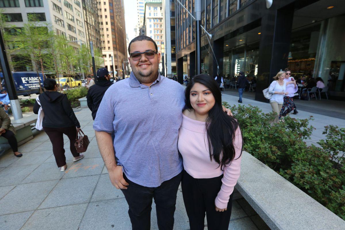 Jóvenes hispanos aprenden sobre democracia para ser agentes de cambio