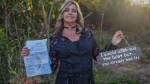 Una mujer celebra su divorcio de forma especial y otras mujeres hacen igual