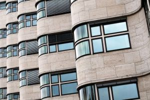 3 innovaciones esenciales de la escuela de arquitectos exiliados por los nazis que creó la modernidad