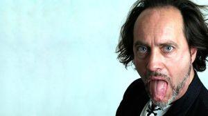 Comediante muere en pleno escenario cuando bromeaba sobre tener un derrame