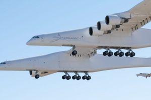 Stratolaunch: el avión más grande del mundo vuela por primera vez