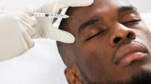 Por qué los hombres corren más riesgos que las mujeres al someterse a cirugías y tratamientos estéticos